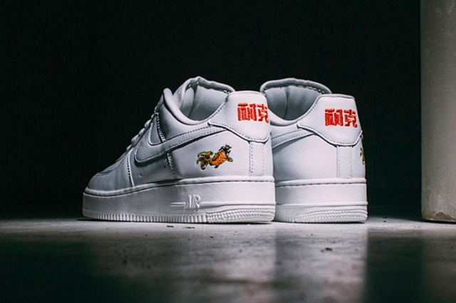 NIKE-AIR-FORCE-1-LOW-NAI-KE-20167-640x428