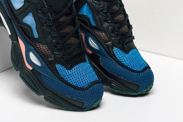 Adidas_Raf_Simons_Ozweego_Feature_Lv-15_1024x1024
