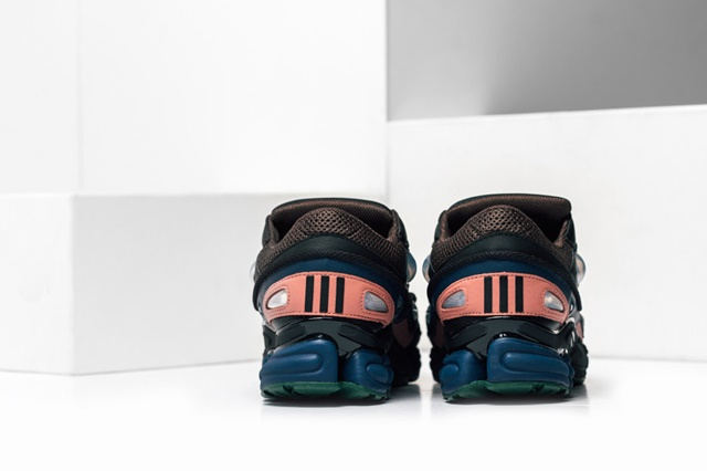Adidas_Raf_Simons_Ozweego_Feature_Lv-16_1024x1024