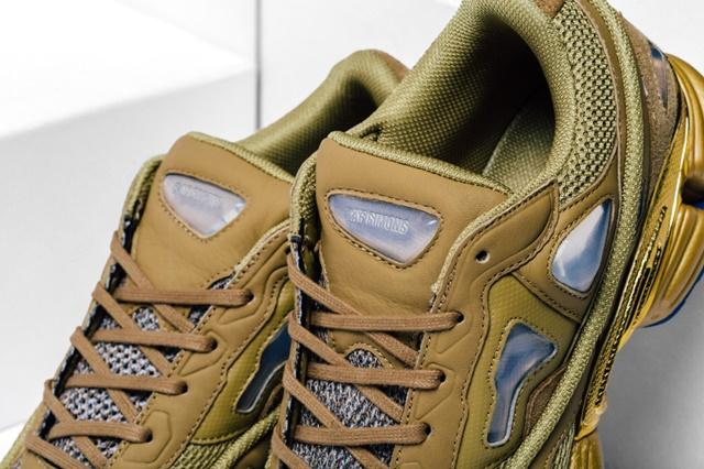 Adidas_Raf_Simons_Ozweego_Feature_Lv-8_1024x1024