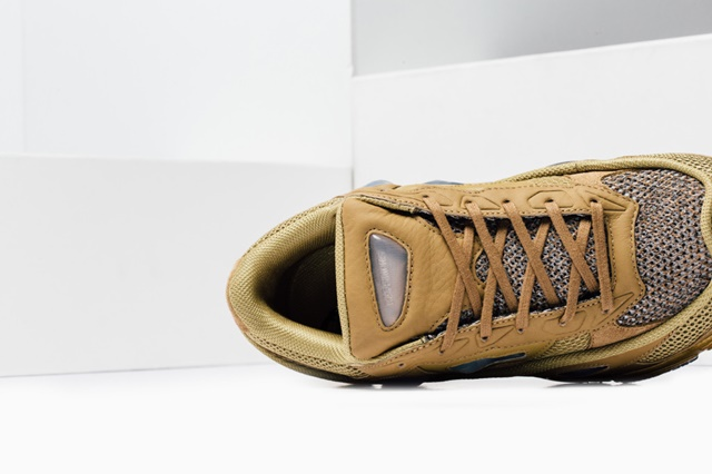 Adidas_Raf_Simons_Ozweego_Feature_Lv-9_1024x1024
